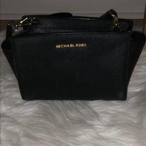 Black micheal Kors purse